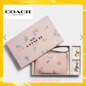 COACH Boxed Corner ZIP Wristlet Dandelion Floral